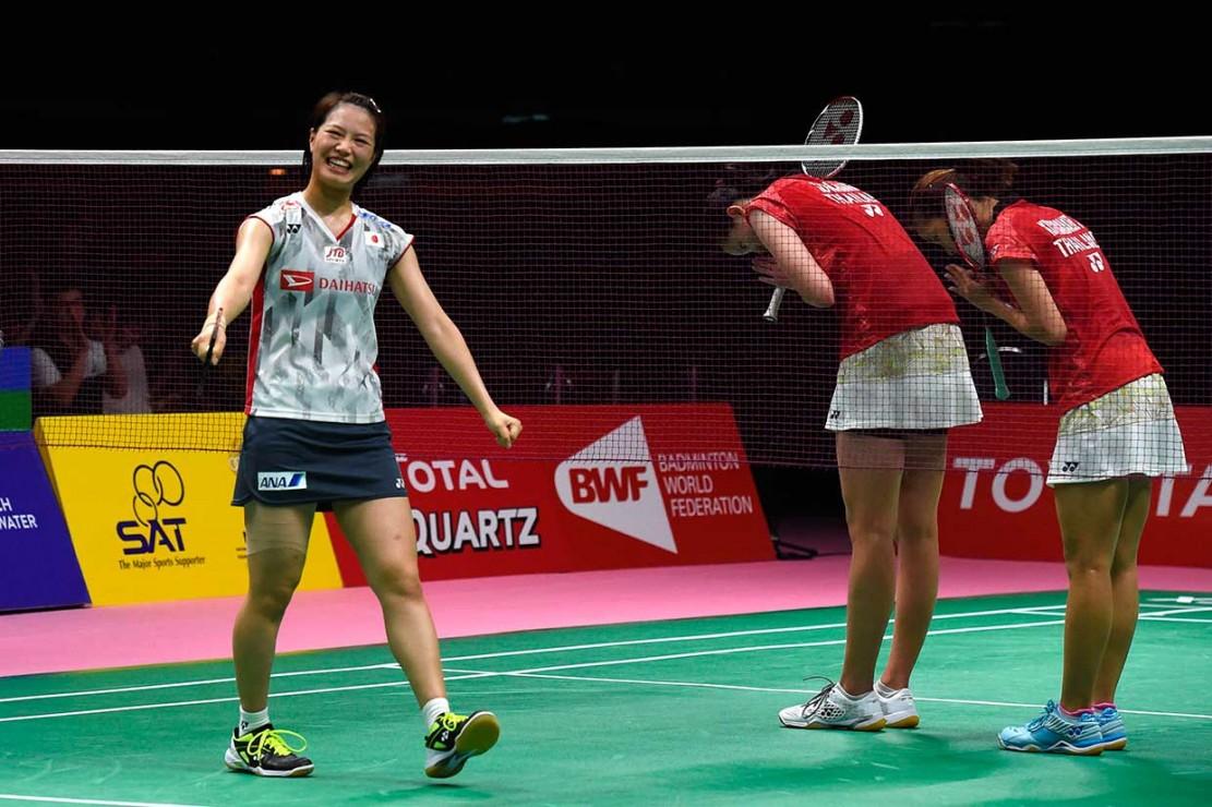 Ganda putri Yuki Fukushima/Sayaka Hirota membawa Jepang unggul 2-0 dengan menundukkan Jongkolphan Kititharakul/Puttita Supajirakul 21-18, 21-12.