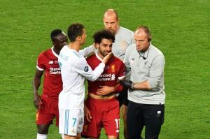 Babak pertama sendiri dihiasi drama, ketika penyerang andalan Liverpool Mohamed Salah cedera dan tak bisa melanjutkan permainan. AFP/SERGEI SUPINSKY