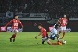 Tambahan satu poin membuat Persib naik ke posisi enam klasemen dengan raihan 15 poin. Sementara itu, Bali United turun ke posisi 13 dengan raihan 13 poin.