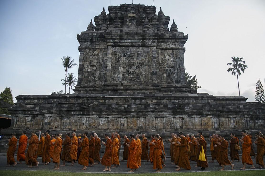 Api Dharma Waisak Disemayamkan di Candi Mendut