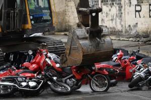 Upaya penghancuran tersebut dilakukan Pemerintah Filipina sebagai upaya agar para penyelundup tidak mendapatkan kembali kendaraannya yang disita jika dilakukan pelelangan.