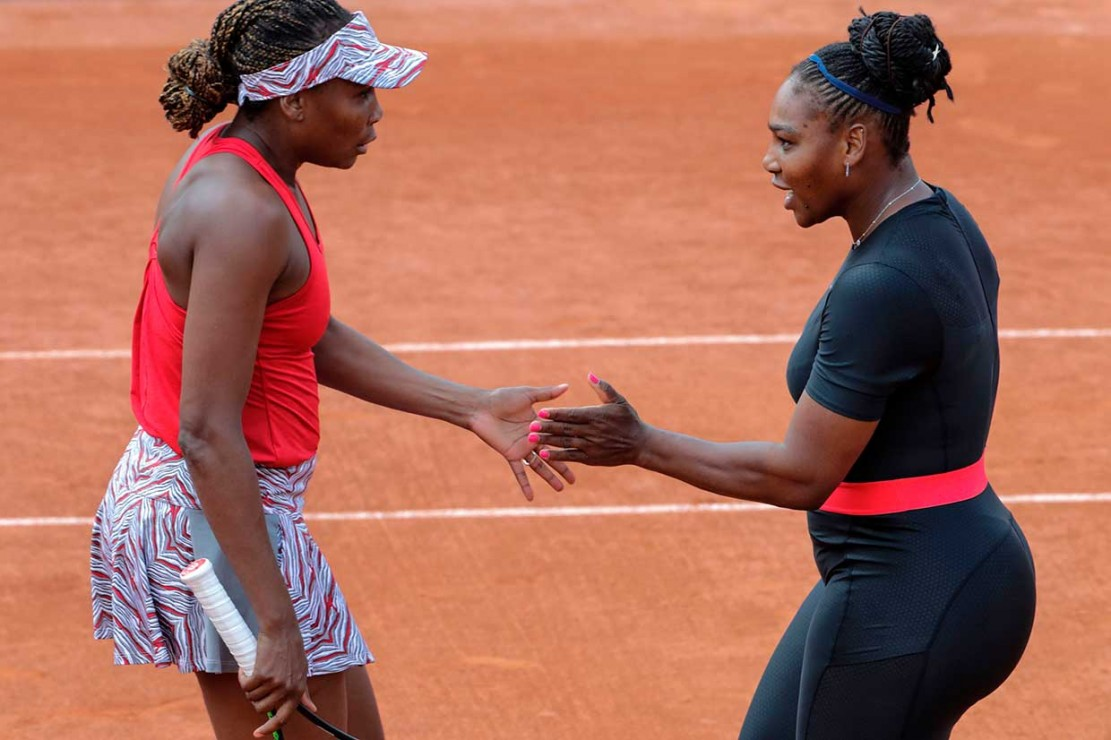 Gaya Superhero Serena Williams di Rolland Garos