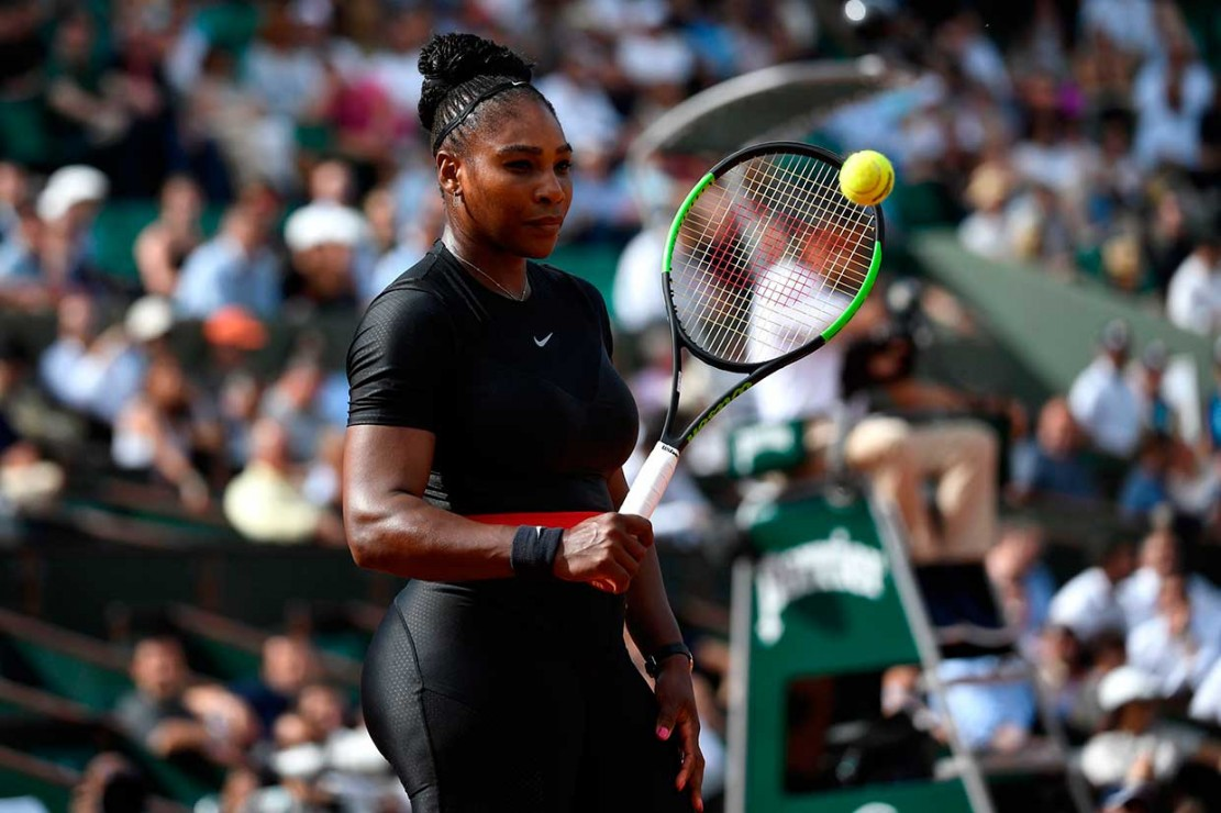 Gaya Superhero Serena Williams di Rolland Garos