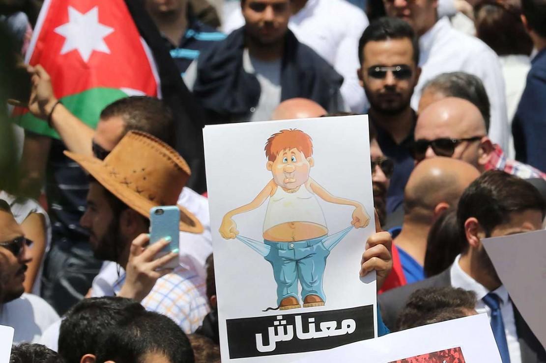 Pekan lalu, Pemerintah Yordania mensahkan rancangan peraturan pajak penghasilan sebagai bagian dari pembaruan keuangan dan ekonomi menyeluruh bagi ekonomi yang lebih kuat dan mandiri. Rancangan itu terutama bertujuan meningkatkan pengumpulan pajak, menghentikan penghindar pajak dan mendorong penghasilan dari pajak, yang diperkirakan bertambah sampai 300 juta dinar Jordan (USD423 juta) setiap tahun.