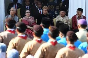 Presiden menegaskan, Pancasila ditetapkan oleh para pendiri bangsa dari berbagai kelompok sebagai pemersatu perbedaan serta menjadi pondasi dibangunnya Indonesia yang bersatu, berdaulat, adil dan makmur.
