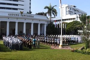 Pancasila, tambah Presiden, terus bertahan ditengah arus ideologi lain yang hendak mengubah dasar negara Indonesia. Presiden meyakini nilai-nilai Pancasila akan terus diimplementasikan oleh seluruh masyarakat Indonesia.