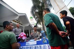 Ditlantas Polda Metro Jaya menggelar program SIM Keliling Masjid di sejumlah Masjid di Jakarta secara bergantian dari pukul 16.00 sore hingga pukul 05.00 WIB.