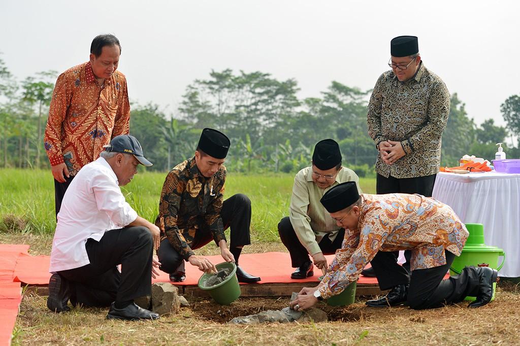 Jokowi Letakkan Batu Pertama Kampus UIII