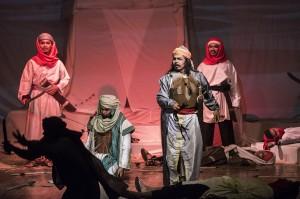 Pelakon mementaskan salah satu adegan drama musikal religi Sunda berjudul Kasidah Cinta Al-Kubra di Gedung Kesenian Rumentang Siang, Bandung, Jawa Barat.