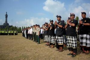 Apel Operasi Ketupat juga dilaksanakan di Lapangan Monumen Bajra Sandhi Denpasar, Bali. Gelar pasukan yang diikuti 1.400 personel yang terdiri dari TNI, Polri, Dinas Perhubungan, BPBD, Satpol PP, Pecalang, dan Pramuka tersebut untuk memastikan pelaksanaan arus mudik dan balik Lebaran di Pulau Dewata berjalan aman dan lancar.
