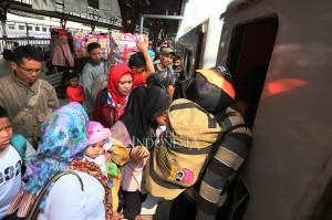 Puncak arus mudik di Stasiun Pasar Senen diperkirakan jatuh pada 13 Juni 2018 atau H-2 Idul Fitri.