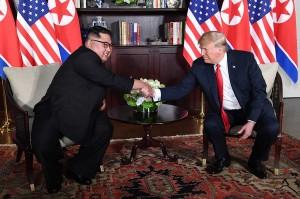 Trump dan Kim Jong Un melakukan pertemuan di dalam Hotel Capella.