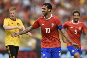 Namun tuan rumah justru tertinggal terlebih dahulu pada menit ke-24. Gol pembuka pada laga tersebut dicetak oleh kapten Kosta Rika Bryan Ruzi.