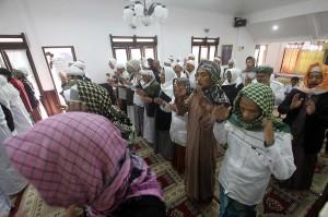 Jemaah Tarekat Naqsabandiyah Al Kholidiyah Jalaliyah juga melaksanakan Salat Id 1439 H di Rumah Ibadah Suluh Darussalam, Kampung Pasir Jawa, Cigombong, Bogor, Jabar.