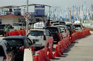 Pada H-3 kendaraan pemudik dari arah Jakarta menuju Jawa Tengah yang melintas tol fungsional Pejagan-Pemalang mencapai 22.000 dan diperkirakan puncak arus mudik pada sore dan malam hari. Antara Foto/Oky Lukmansyah