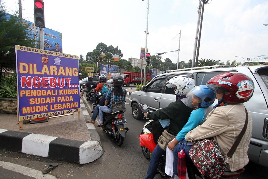 Suasana Puncak Arus Mudik di Sejumlah Ruas Jalan