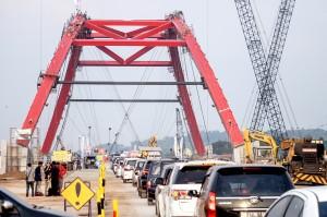 Jembatan Kali Kuto dioperasikan sementara untuk arus mudik dan arus balik Lebaran 2018 dengan tujuan untuk mengurai kemacetan di exit tol fungsional Gringsing, Kendal.