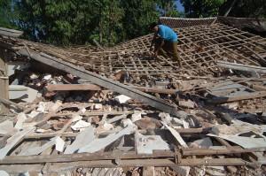Pada Rabu (13/6) malam, gempa bumi berkekuatan 4,8 SR terjadi di Sumenep dan merusak bangunan di sejumlah lokasi di ujung timur Pulau Madura tersebut.