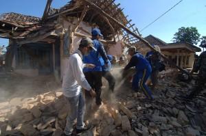 Gempa tersebut menyebabkan 30 bangunan di lima desa yang tersebar di dua kecamatan yaitu Kecamatan Batu Putih dan Dasuk, mengalami rusak ringan dan sedangkan 12 diantaranya rusak parah.