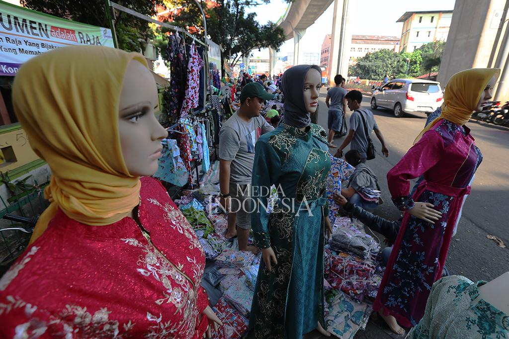 Pasar Cipulir Masih Tutup, Pedagang Memenuhi Ruas Jalan