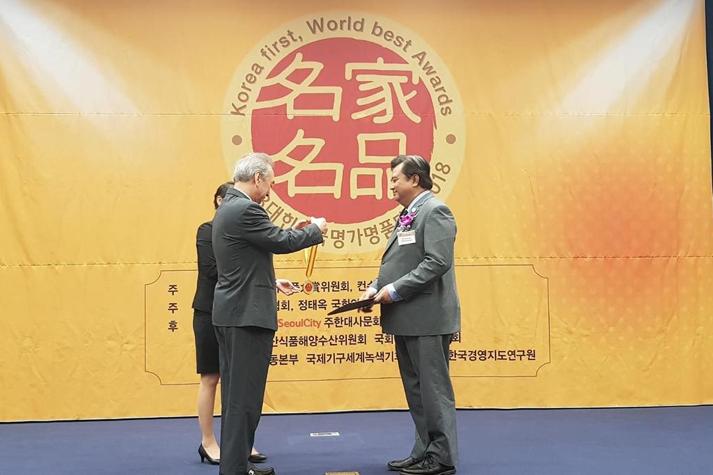 Duta Besar RI Umar Hadi menerima penghargaan tersebut sebagai pengakuan atas aktivitas Dubes Umar dalam memajukan hubungan Indonesia dan Korsel.