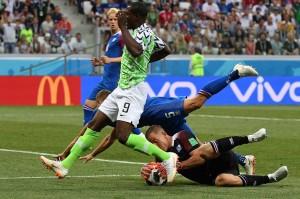 Dari statistik pertandingan, Nigeria mendapatkan 57 persen penguasaan bola berbanding 43 persen milik Islandia. Namun Islandia yang mengandalkan pertahanan rapat dan permainan terpola, mampu menahan permainan cepat dan bertenaga dari Nigeria di babak pertama.