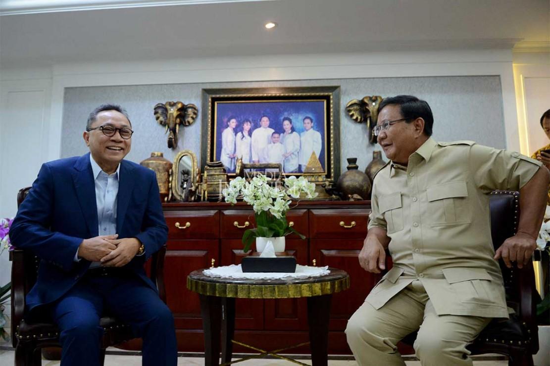 Ketua Umum Partai Gerindra Prabowo Subianto melakukan pertemuan dengan Ketua MPR yang juga Ketua Umum Partai Amanat Nasional (PAN) Zulkifli Hasan di rumah dinas Zulkifli di Kompleks Pejabat Tinggi Negara Widya Chandra, Jakarta, Senin, 25 Juni 2018.