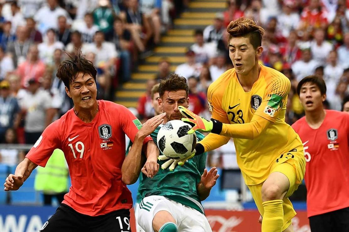 Korsel juga patut berterima kasih atas penampilan gemilang kiper Cho Hyun Woo. Kiper muda tersebut beberapa kali menggagalkan peluang Jerman.