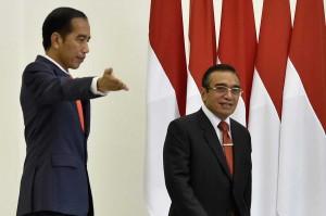 Selain itu, Jokowi menyampaikan penghargaannya kepada pemerintah dan rakyat Timor Leste atas suksesnya penyelenggaraan Pemilu anggota parlemen nasional pada Juni 2018.