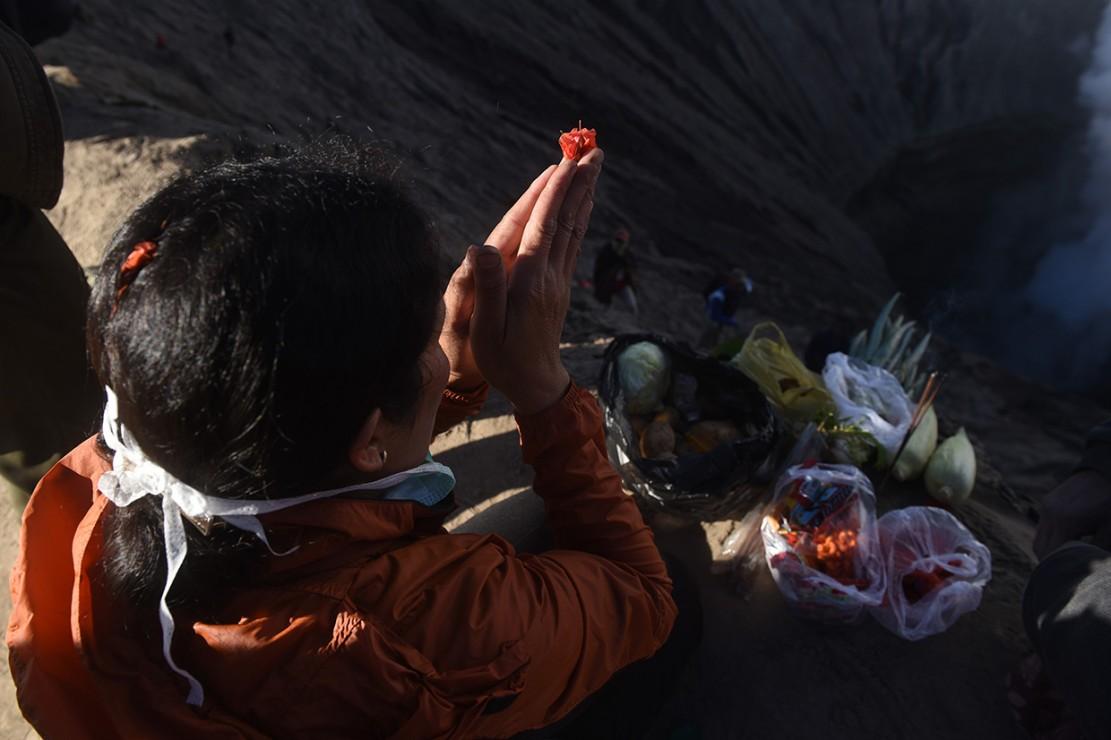 Upacara Kasada merupakan upacara adat masyarakat Suku Tengger sebagai bentuk ucapan syukur kepada Sang Hyang Widi sekaligus meminta berkah dan menjauhkan dari malapetaka.