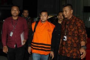 Selain Irwandi, KPK juga menahan satu tersangka lainnya, yakni Hendri Yuzal dari pihak swasta selama 20 hari pertama di Rutan Polres Metro Jakarta Pusat.