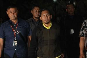 KPK menetapkan empat tersangka dalam kasus suap terkait pengalokasian dan penyaluran Dana Otonomi Khusus Aceh (DOKA) Tahun Anggaran 2018 pada Pemerintah Provinsi Aceh. Mereka adalah Irwandi Yusuf (IY) dan Bupati Bener Meriah Ahmadi (AMD) serta dua orang dari unsur swasta masing-masing Hendri Yuzal (HY) dan T Syaiful Bahri (TSB).
