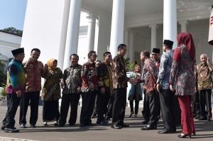 Jokowi juga menyinggung hal yang berkaitan dengan pertumbuhan ekonomi.