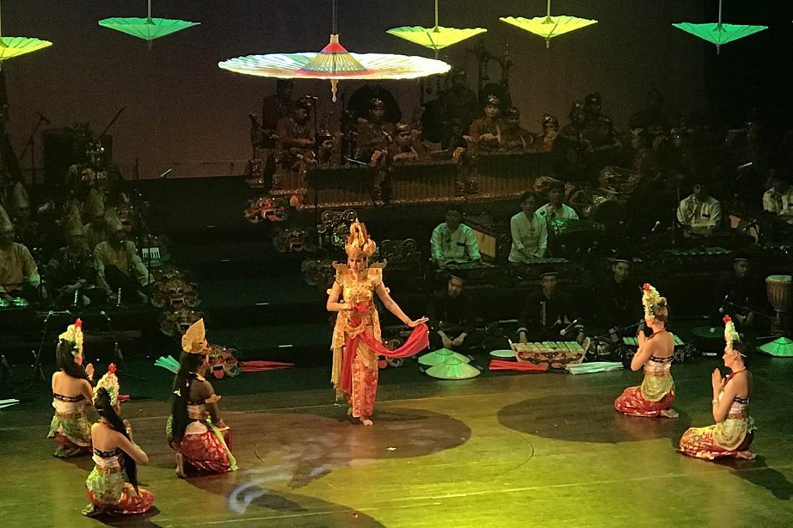 Pemuda Asing Pentaskan Kebudayaan Indonesia