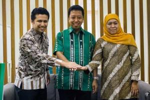 Sebelumnya, Khofifah dan Emil juga menemui Ketua Umum PPP Romahurmuziy. Khofifah mendapat ucapan selamat atas kemenangannya di Pilgub Jatim. Antara Foto/Galih Pradipta