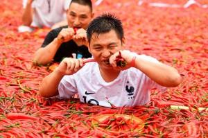 Remaja bernama Tang Shuaihui berhak membawa pulang koin emas 24 karat seberat 3 gram setelah memenangi kompetisi yang telah memasuki tahun kedua, yang diselenggarakan oleh taman hiburan lokal di daerah Ningxiang tersebut.