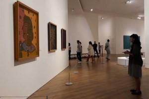Pengunjung mengamati koleksi seni di Museum Modern and Contemporary Art in Nusantara (MACAN) di Kebon Jeruk, Jakarta Barat.