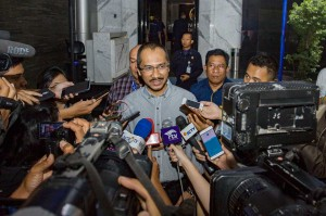 Kepada wartawan Abraham Samad menyatakan bahwa kedatangannya dalam rangka silaturahmi dengan keluarga besar Partai NasDem. Antara Foto/Galih Pradipta