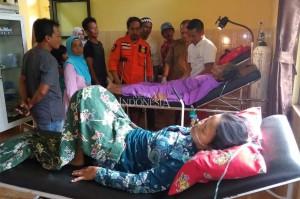 Akibat kejadian tersebut sekitar 15 orang yang hendak menghadiri kondangan mengalami luka-luka setelah terjatuh dari ketinggian sekitar 10 meter.