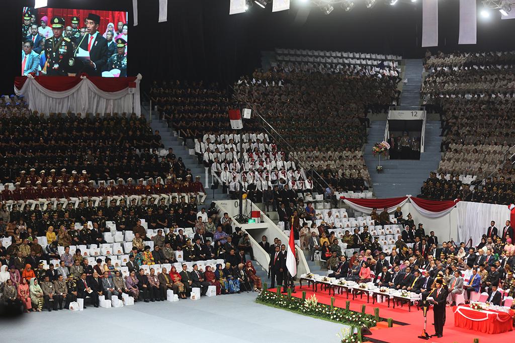Presiden Joko Widodo yang bertindak sebagai inspektur upacara meminta personel Polri terus meningkatkan kinerja dan membuang budaya koruptif serta mengedepankan pencegahan dan tindakan humanis dalam menangani persoalan sosial.