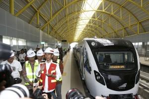 Presiden Joko Widodo mengatakan LRT Palembang merupakan LRT pertama yang beroperasi di Indonesia.
