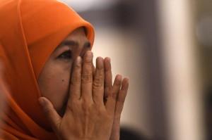 Khofifah datang ke rapat pleno tanpa ditemani wakilnya emil Dardak yang berhalangan hadir karena sedang berada di luar negeri.