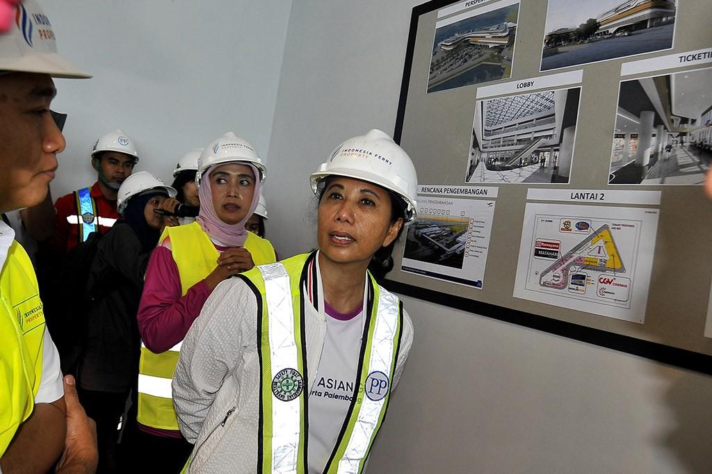 Menteri Rini Tinjau Pembangunan Dermaga Eksekutif Merak