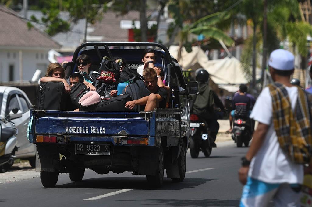 Tercatat sebanyak 8.381 wisatawan baik domestik maupun mancanegara telah dievakuasi dari Gili Trawangan, Gili Meno, dan Gili Air.