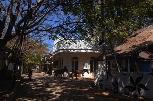 Kondisi pulau wisata tersebut sepi pascagempa yang terjadi pada 5 Agustus lalu, meski sejumlah WNA dan warga lokal masih bertahan di pulau itu.