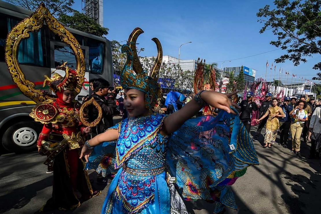 Antusias Warga Bandung Sambut Obor Asian Games