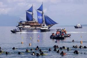 Sebanyak 928 penyelam wanita dari berbagai daerah di Indonesia berkumpul untuk memecahkan rekor Museum Rekor Indonesia (MURI) kategori penyelam wanita terbanyak dan pembentangan bendera Merah Putih terpanjang di bawah laut, dalam rangka menyambut HUT RI ke-73.