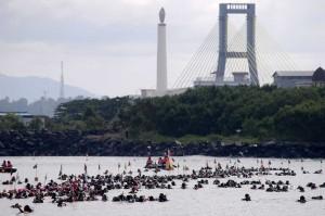 Pembentangan bendera Merah Putih tersebut juga akan dicatatkan di Muri sebagai pengibaran bendera Merah Putih di bawah laut terpanjang di Indonesia.