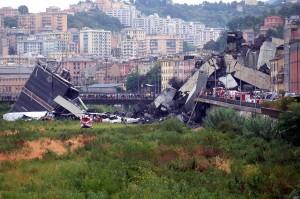 Begini kondisi jembatan Morandi di kota Genoa, Italia yang ambruk.