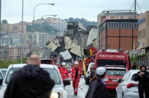 Kepala layanan ambulans setempat yang dikutip kantor berita Italia Adnkoronos mengatakan puluhan orang tewas dalam insiden yang terjadi pada Selasa (14/8) pukul 11.30 waktu setempat.